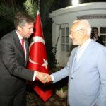 راشد الغنوشي وحاتم بن سالم  في الاحتفال باليوم الوطني التركي