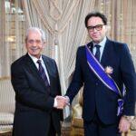الناصر يمنح وزير الثقافة الصنف الأكبر من الوسام الوطني