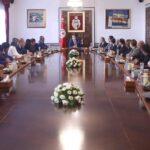 الشاهد يلتقي فريق عمل باشر ملف إخراج تونس من القائمة السوداء (صور)