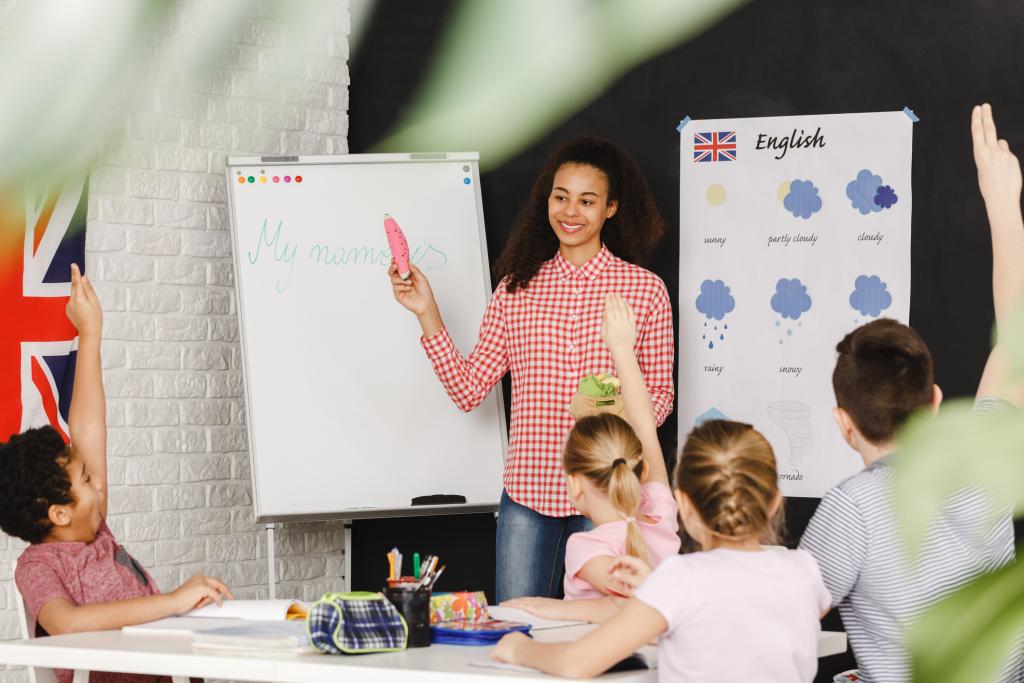 حاتم بن سالم: اعتمادات ضخمة ومقاربات جديدة لتعليم الأنقليزية والفرنسية في الابتدائي
