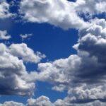 الطقس اليوم: كثيف السحب مع أمطار متفرقة