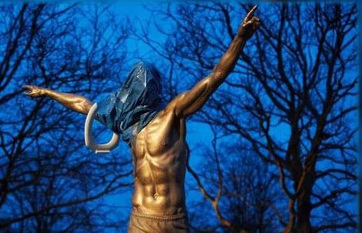 تمثال زلاتان في السويد يتعرّض للحرق والتخريب