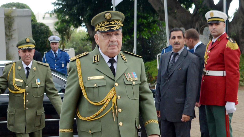 الجزائر: الجيش يُحاول امتصاص الغضب الشعبي مع بدء الحملة الانتخابية
