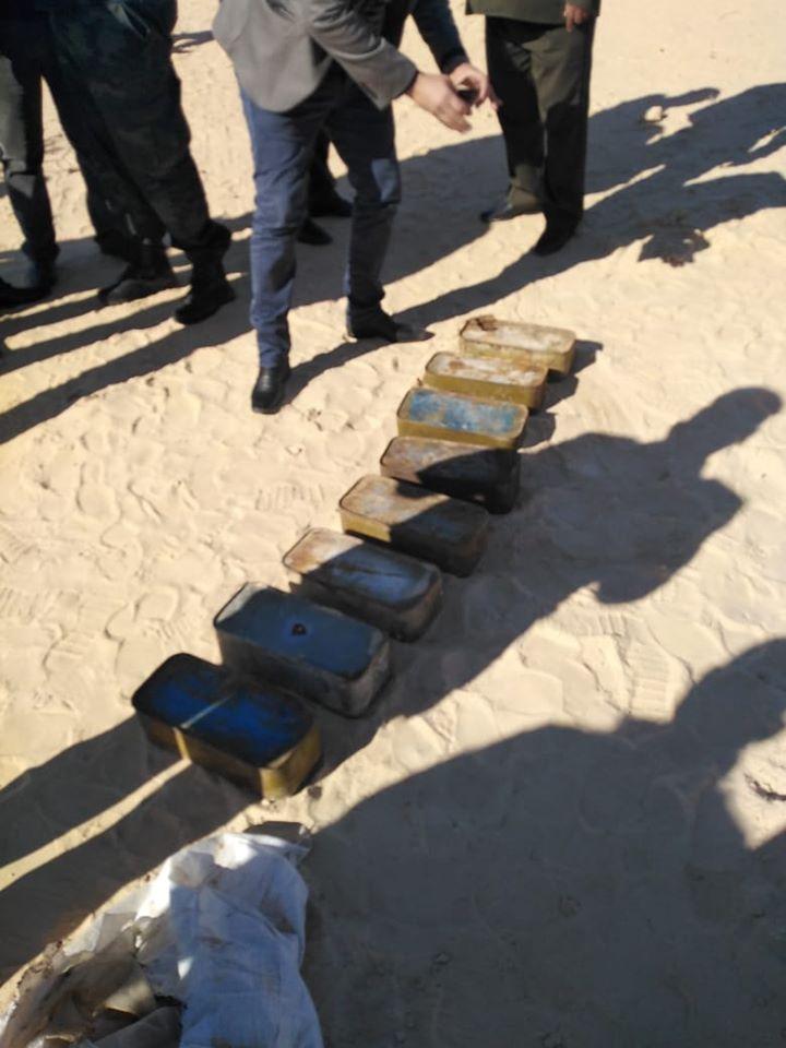 قبلي: العثور على صناديق ذخيرة مطمورة في الرمال (صور)