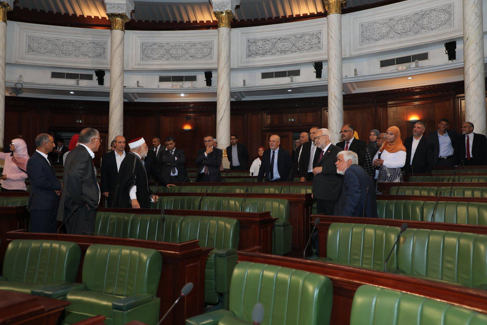 """الغنوشي ونواب النهضة الجدد """"يستكشفون"""" البرلمان"""