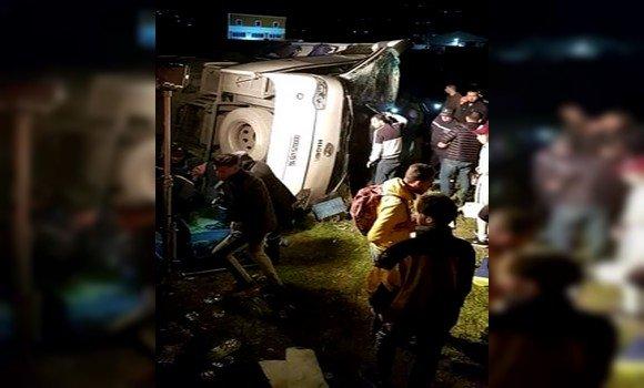 الجزائر: 5 قتلى و35 جريحا في انحراف حافلة