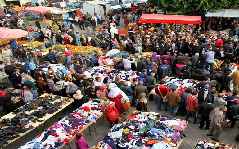 """احتجاجا على إجراءات الديوانة :تجار """"الفريب"""" يهدّدون بالإضراب"""