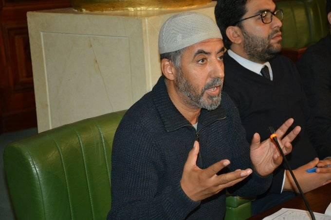 صفاقس: الأمن يمنع تركيز محطة بث اذاعة تابعة للنائب سعيد الجزيري
