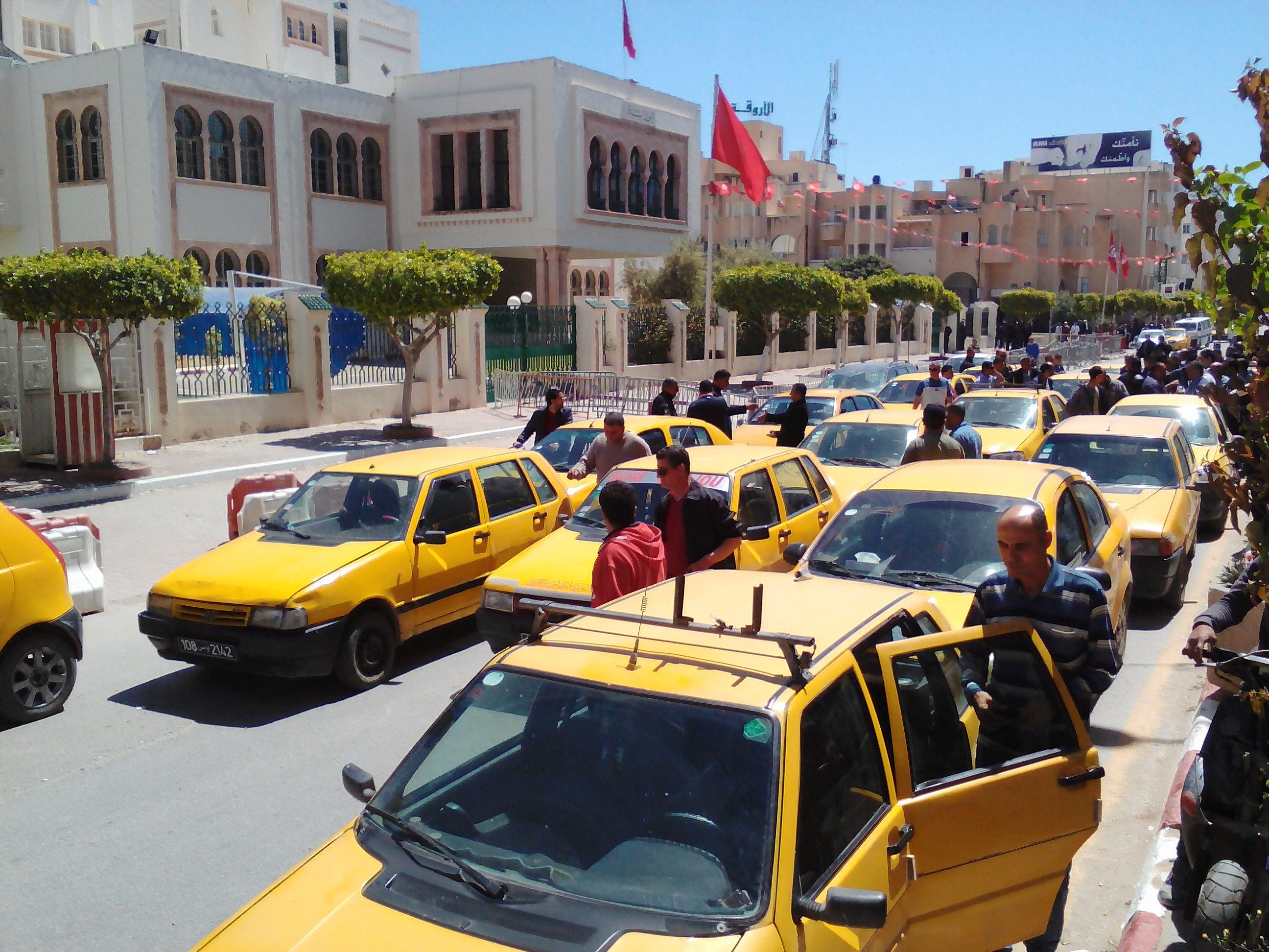 أصحاب التاكسي الفردي في اضراب يوم 24 فيفري