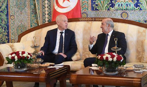 آخرها خلال زيارة سعيّد: 3 ودائع من الجزائر لتونس منذ الثورة .. هذه تفاصيلها