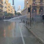 لبنان: ُمحتجون يحاولون منع النواب من دخول البرلمان ومُواجهات مع الأمن