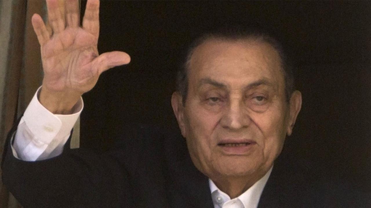 التلفزيون الرسمي يُعلن وفاة الرئيس الأسبق حسني مبارك