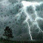 طقس اليوم: أمطار رعدية.. رياح قوية وتساقط البرد