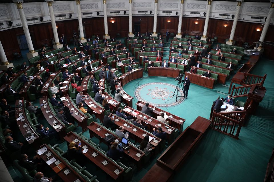 المصادقة على بقاء البرلمان في انعقاد باجراءات استثنائية