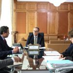 الشواشي يجتمع باعضاء مكتب المحاماة المتعهد بقضية البنك الفرنسي التونسي