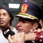 سلطات باراغواي تُودع رونالدينو وشقيقه السجن(صور)
