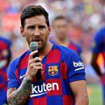 ميسي يعلن موافقة لاعبي برشلونة على تخفيض رواتبهم