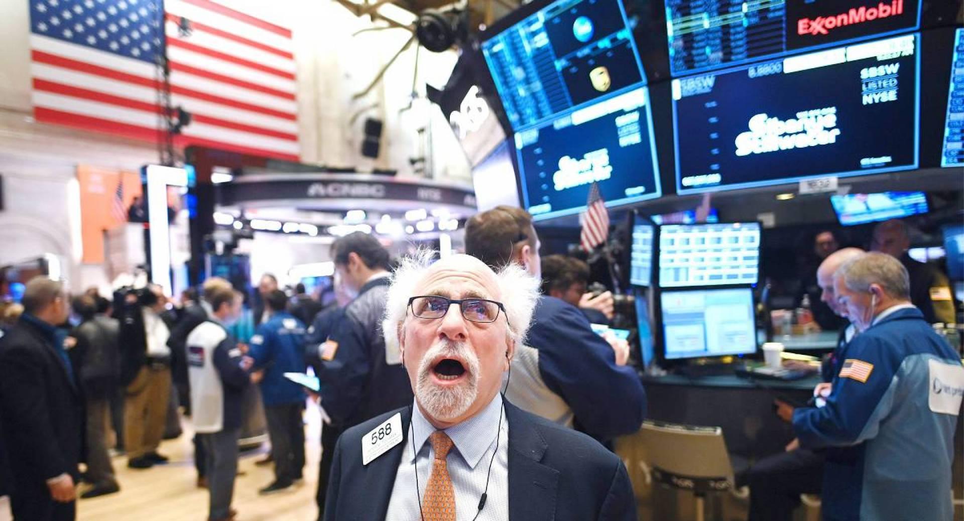 """صدمة """"الاثنين الأسود"""" : 3 أسباب وراء الانهيار التاريخي لأسعار النفط الأمريكي"""