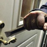 مقرين: إيقاف مُجرم خرّب سيارة مواطنة وحاول اقتحام منزلها