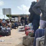 اكثر من 200 تونسي عالقين تحت القصف في معبر راس جدير يطلقون نداء استغاثة