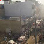 كارثة في باكستان: تحطّم طائرة تقلّ 107 رُكّاب فوق حيّ سكني (فيديو)