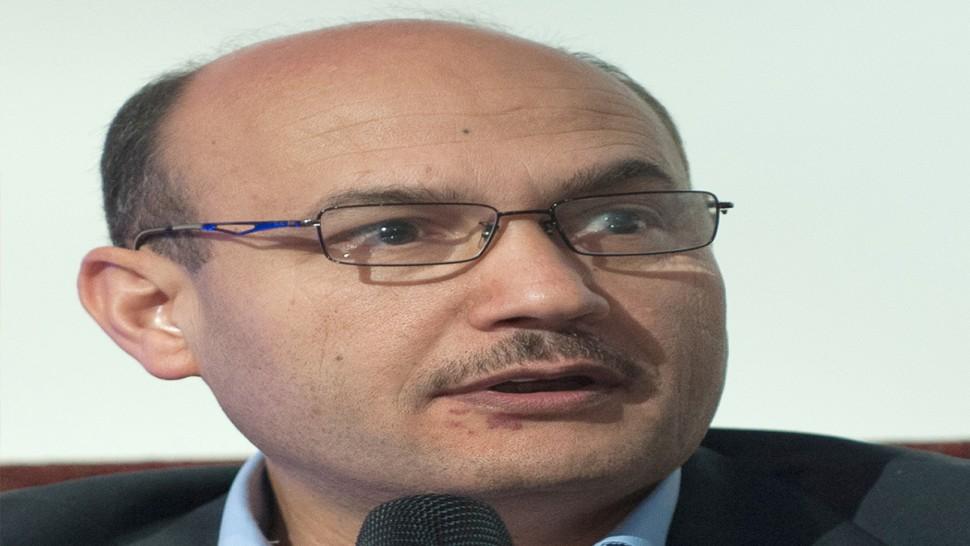 وزير الطاقة يٌؤكد تواجده بفرنسا ويتعهّد بالالتزام بالحجر الصحي الاجباري