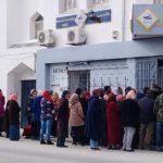 القيروان: ازدحام كبير أمام مكاتب البريد وعدم التزام بارتداء الكمامات