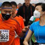 كمّامة طبيّة كادت تودي بحياة عدّاء صيني أثناء الركض