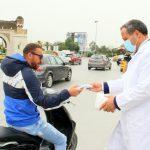 العاصمة: المكي يُوزع الكمامات بباب سعدون (صور)