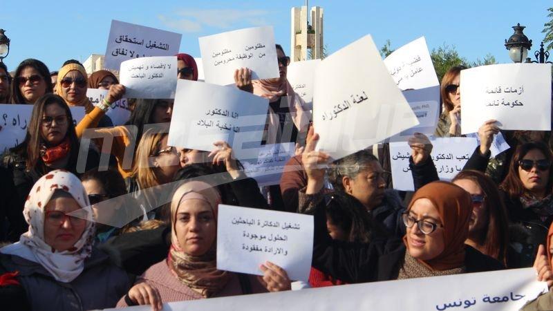 دكاترة باحثُون يدخُلون في اعتصام مفتوح أمام الوزارة
