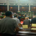 بعد نعت الخياري بورقيبة بالعميل: فوضى وشتائم في البرلمان والغنوشي يرفع الجلسة