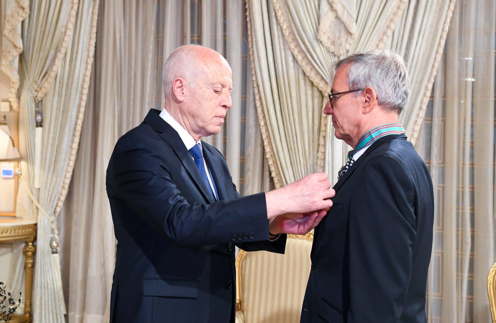 قيس سعيّد يمنح سفير ألمانيا الصنف الأول من وسام الجمهورية