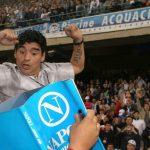 مارادونا يحتفل على طريقته بتتويج نابولي أمام اليوفي  (صورة)