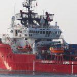 """منهم تونسيون: شغب ومحاولات انتحار على متن سفينة إنقاذ """"حراقة"""""""