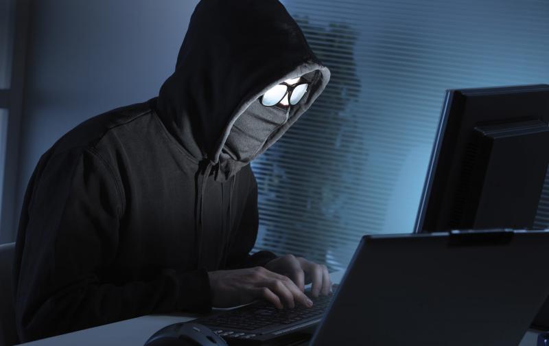 """وكالة السلامة المعلوماتية تُحذّر: موجة جديدة من القرصنة على """"فايسبوك"""""""