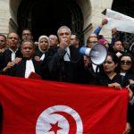 قضية الاعتداء على محامية: المحامون يحتجّون أمام الداخلية ويُقاطعون باحث البداية