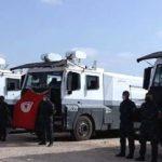 3 مدرعات من وحدات التدخل لتعقيم شوارع وساحات مدينة الحامة والحامة الغربية