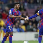 """بعد تخلّيه عن شقيقه """"السمسار"""" : نجم برشلونة يصفع ليونيل ميسي"""