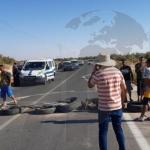"""بسبب نقص الماء بواحة """"العتيلات"""": شباب جمنة يحتج ويغلق الطريق"""