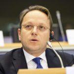 مفوض أوروبي: ندعم تونس لمنع إفلاسها وعليها تنفيذ التزاماتها حول الهجرة السرية