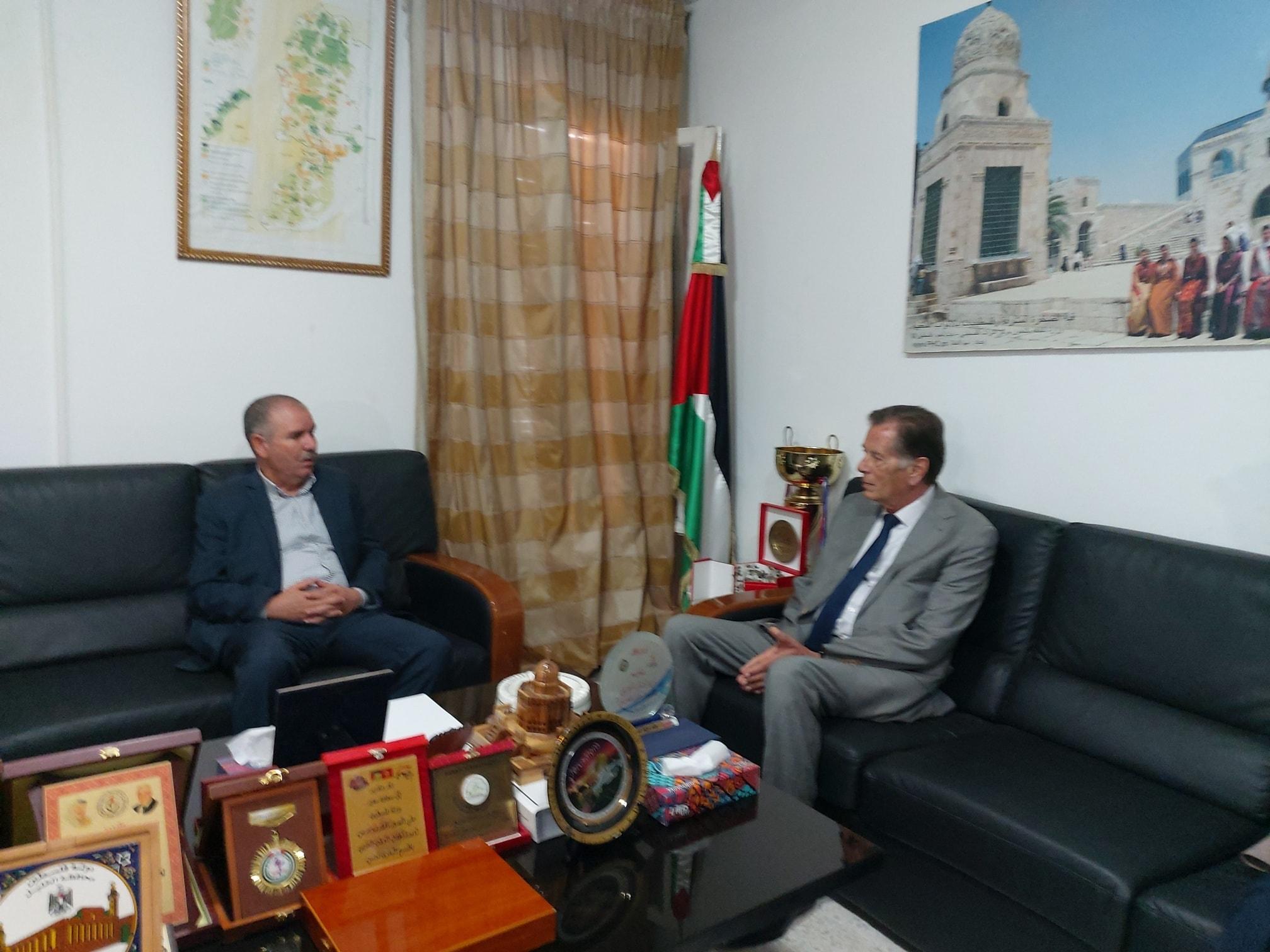 الطبوبي في لقاء بسفير فلسطين: ضرورة القيام بخطوات عمليّة للدفاع عن القضيّة