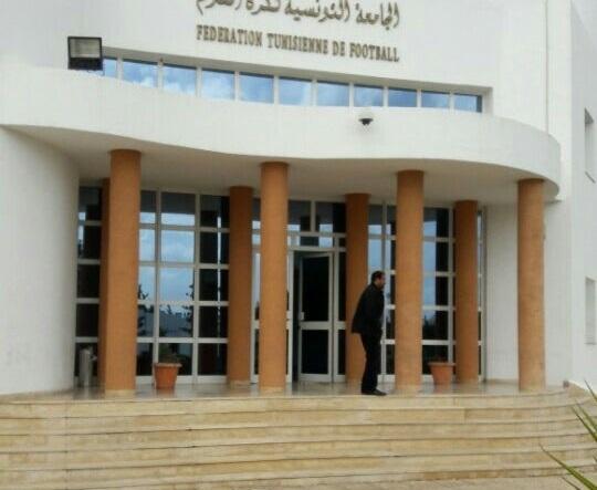 تجنّبا لعدوى كورونا: دخول مقرّ جامعة الكرة بشروط