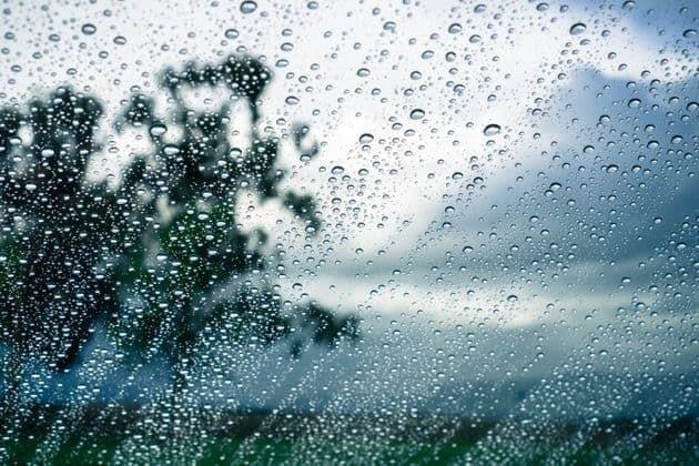 طقس اليوم: خلايا رعديّة وأمطار متفرقة