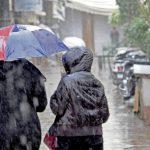 طقس اليوم: أمطار متفرقة ودرجات الحرارة في استقرار