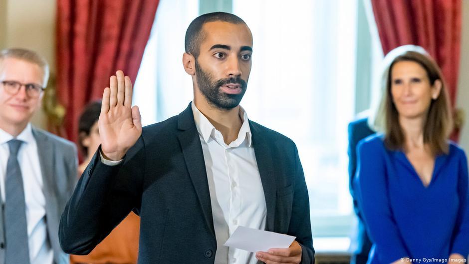 أوّل قراراته ضدّ اللاجئين: ابن لاجئ عراقي يتولى منصب وزير الهجرة واللجوء ببلجيكا