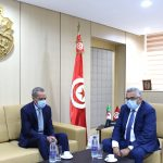 وزير العدل يستقبل سفير الجزائر