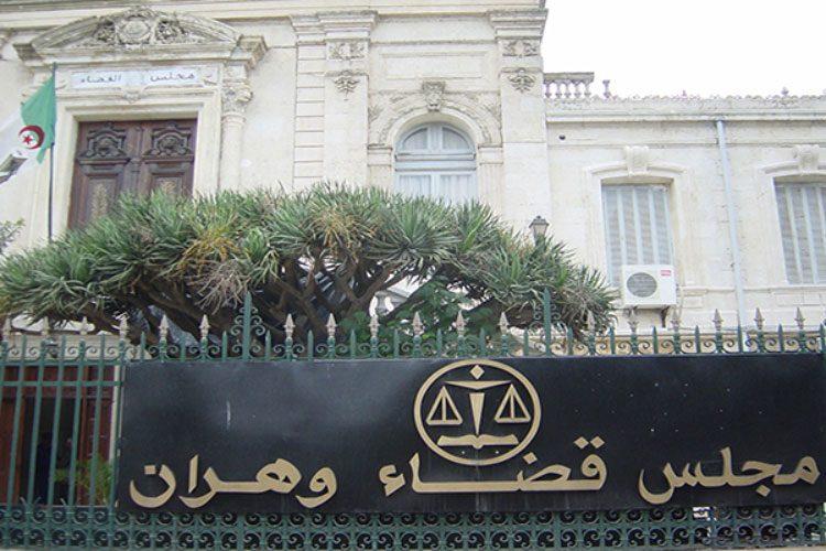 """الجزائر: محاكمة حارس بلدية تكشف علاقته بالانتحارية التونسية """"منى قبلة"""""""