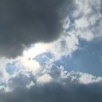 طقس اليوم: انخفاض في درجات الحرارة وأمطار رعدية