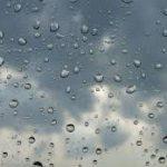 طقس اليوم: أمطار متفرقة وانخفاض في درجات الحرارة
