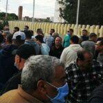 القيروان: المحتجون يُعيدون نصب الخيام أمام مصنع التّبغ